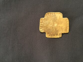 cross broochの画像