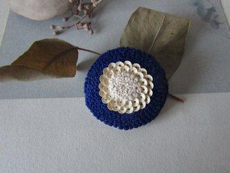 marguerite「bleu」手刺繍ブローチの画像