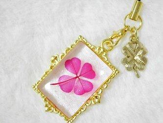 本物の四つ葉☆クリアクローバー®︎ストラップ【四つ葉チャーム付】ピンクの画像