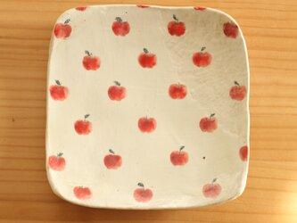粉引きリンゴいっぱいのトースト皿の画像