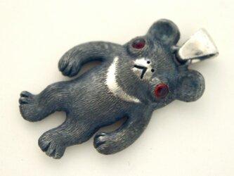 子熊のペンダントトップの画像