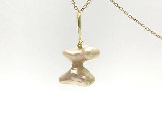 なんとも不思議なFreshwater pearlのペンダントの画像
