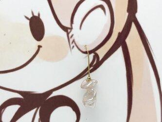 不思議な形の希少なバロック真珠(Freshwater pearls)ピアスの画像