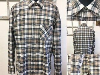 男女兼用❤️メンズチェック柄のフランネル素材の長袖シャツ ベージュ&グレー(サイズフリー L〜 L L)の画像