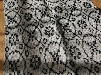 北欧手織りのミニテーブルセンター(黒)の画像