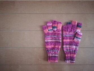 指先ほんのちょっと出の手袋(ラメ)の画像