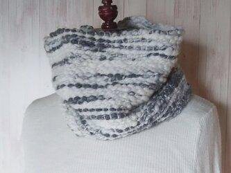 【ホームスパン】 手紡ぎアルパカウールの手織りスヌード 濃いグレーの画像