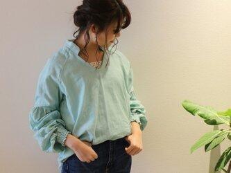 【受注生産】立体裁断で魅せる、ギャザーバルーンスリーブデザインブラウス(ふわふわダブルガーゼ・アンティークミント)の画像
