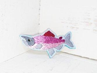 紅鮭*ベニザケ*刺繍ブローチの画像