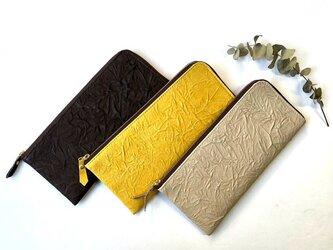 【イエロー】ピッグスキンのスリムな長財布 シワ の画像