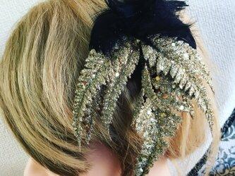 ブラックファーとリーフの髪飾り【造花】ウェディング・成人式などの着物に!・卒業式の画像