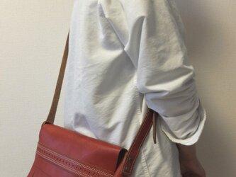 送料無料!!赤が目を惹く♪使いやすいサイズのショルダーバッグの画像
