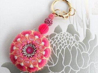 蓮の花刺しゅうのキーリングの画像
