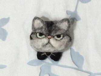 ブローチ  黒い蝶ネクタイのフィリップの画像