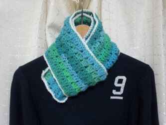 手縫い屋☆編み編みマフラー120㎝☆草原グリーングラデーション&白☆ネックウォーマー☆ギフト☆の画像