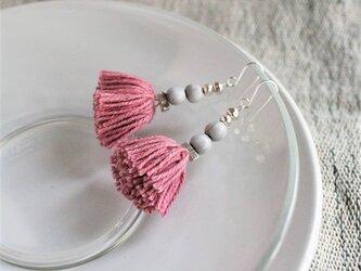 踊り子ピアス / ピンク / カレンシルバー / タイの草木染め綿糸 / ジュズダマの画像