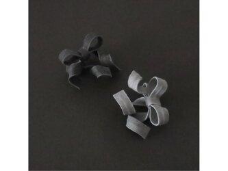 2色から選ぶ[片耳用イヤリング]変形リボン/E-4_DRの画像