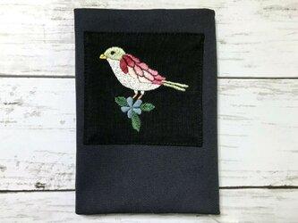 手刺繍ブックカバー*小鳥の画像