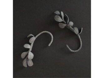 2色から選ぶ花びらイヤーカフ/E-5_DRの画像