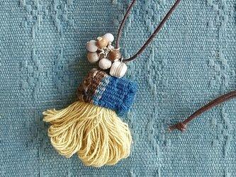 セール価格!カレンシルバーと草木染めフリンジのネックレス/ イエロー 黄色/ タイの手織り布、ジュズダマの画像