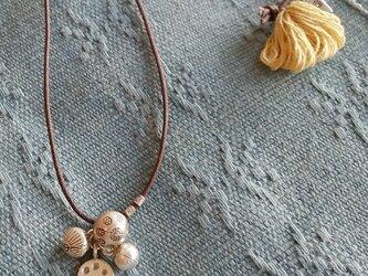 セール価格!カレンシルバーと草木染めタッセルのネックレス/ イエローの画像