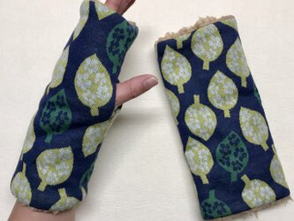 葉っぱ柄(ネイビー)とプードルファーのハンドウォーマー/指なしの画像