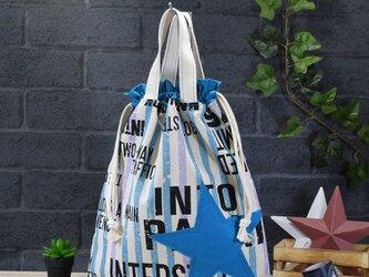 ワイルドな英字とストライプの着替え袋:ターコイズの画像