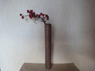 壁掛け一輪挿し(炭化焼締掛筒花入)の画像