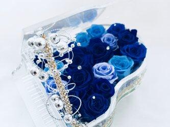 【プリザーブドフラワー/グランドピアノシリーズ】青とブルーローズの奏でる魔法の音色【リボンラッピング付き送料無料】の画像
