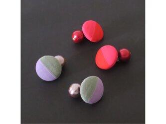 2色から選ぶ[両耳用イヤリング]ストライプ/E-9_M_COLORの画像