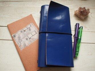 鮮やかなネイビー A5変形手帳カバー 直線切り口 モレ・トラベラーズの画像
