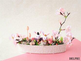 うさぎのひな祭りアレンジメント(舟形)【プリザーブドフラワー】雛祭り 桃の節句 ギフト 和風アレンジメントの画像