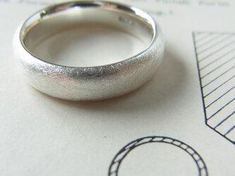 シルバーのリングの画像