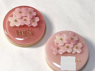 名前入り!マーブル桜ブーケケーキのブローチの画像