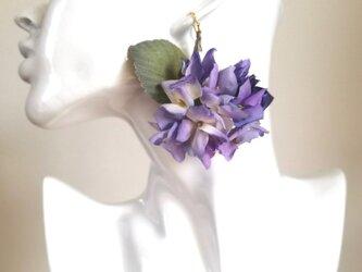 染め花・紫陽花の片耳ピアスの画像