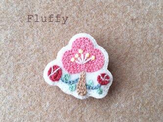 梅の刺繍ブローチの画像