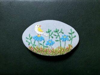 手刺繍バレッタ*野の花と小鳥の画像