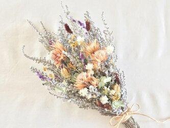 小花とソフトストーべのブーケ・スワッグの画像