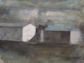 丘の上の2つの家の画像