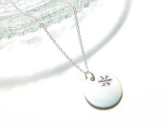 雪の結晶のネックレスの画像