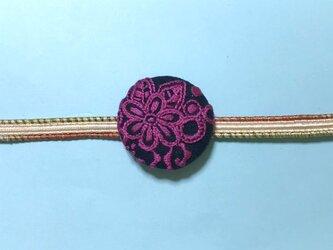 手刺繍ブローチ*レースフラワー(ダークピンク)の画像