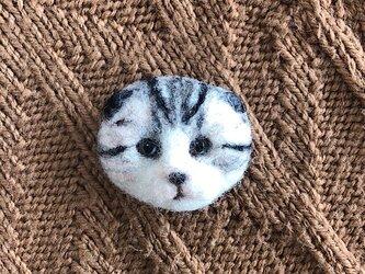 羊毛フェルトの猫ブローチの画像