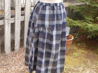 大きなチェックのふんわりフェミニンスカートの画像
