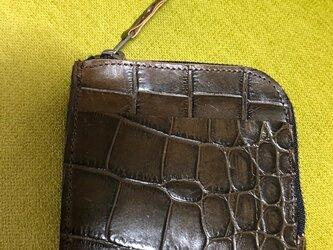 コンパクトなL字型ファスナー財布・クロコ型押しの画像