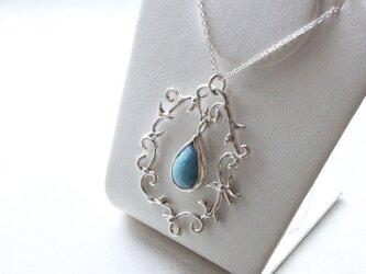 ブルーダイオプサイトのネックレスの画像