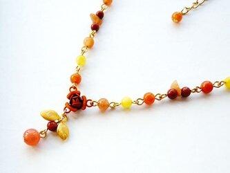 【SALE】一点もの★塗装カラーのフラワーネックレス(オレンジ)の画像