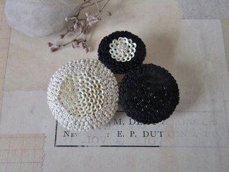 trois「monotone1」手刺繍ブローチの画像