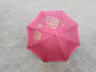 ワインレッドが目を引く「ゴールデン ローズ」晴雨兼用傘 プレゼントに最適の画像