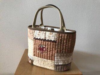 バラ柄茶系のトートバッグの画像