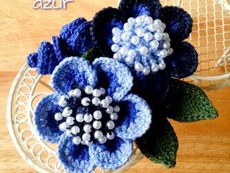 グラデーションフラワーのコサージュ(小) 紺色~瑠璃色の画像